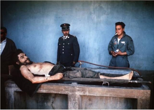Sosyalist devrimin sembol ismi Che Guevara'nın 47 yıl sandıkta bekleyen fotoğrafları yayımlandı.