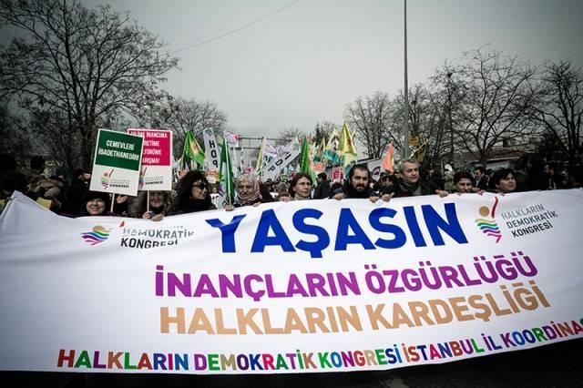Pir Sultan Abdal Kültür Derneği (PSAKD), Alevi Bektaşi Federasyonu, Alevi Vakıflar Federasyonu ile Eğitim Sen tarafından düzenlenen ve HDP, HDK, ÖDP, EMEP gibi siyasi partilerin yanı sıra birçok sendika ve sivil toplum örgütü ve platformun desteklediği