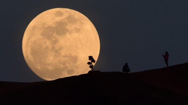 Fotoğraflarla 'Süper Mavi Kanlı Ay' tutulması