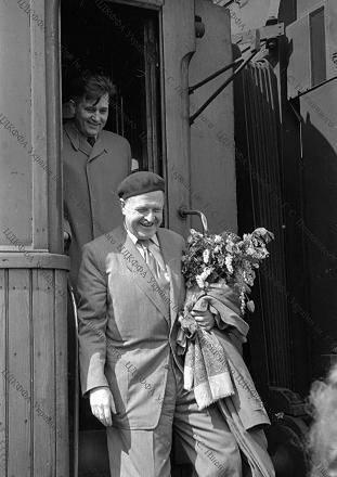 Akademisyen Mahir Aslan ve gazeteci Sonat Kerem, Nazım Hikmet'in 1954 yılında ziyaret ettiği Kiev'de çekilen fotoğraflarını ortaya çıkardı.   KAYNAK: Cumhuriyet