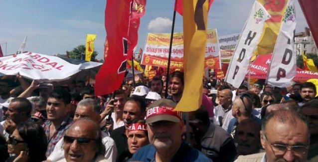Kadıköy'de binler Madımak'ta katledilenleri andı: Unutmadık, unutmayacağız!
