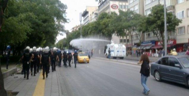 Ankara'daki Barış Yürüyüşü'ne polis saldırdı