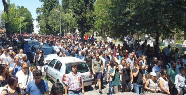 Ece Dinç'in cenazesine katılanlara polis plastik mermiyle saldırdı