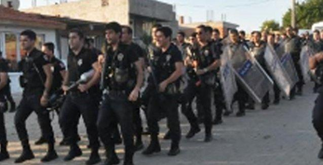 Edirne'de 700 polis Roman mahallesini bastı, 'Ne mutlu Türk'üm diyene' sloganıyla yürüdü