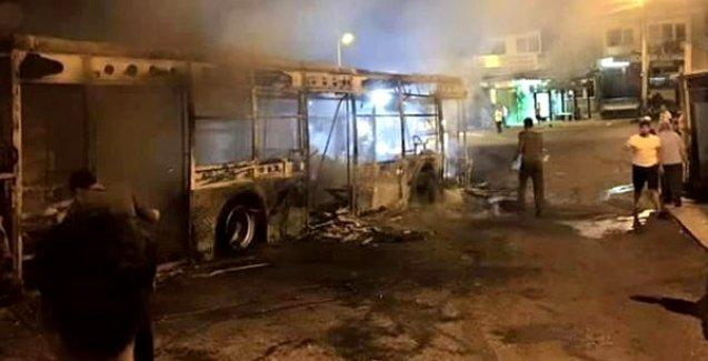 İzmir'de iki belediye otobüsü yakıldı