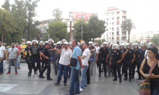İzmir'deki Suruç katliamı protestosuna polis saldırdı