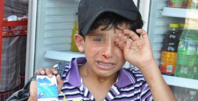 Mendil satmaya çalışan Suriyeli çocuğa esnaftan dayak!