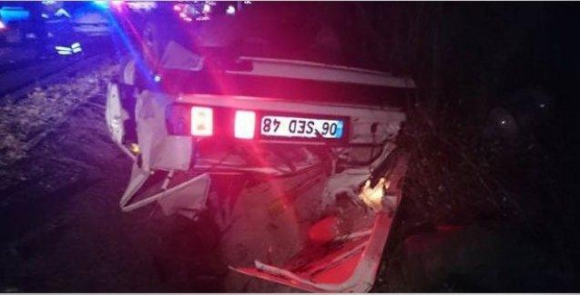 Otomobil, TIR'a çarptı; 5 ölü!