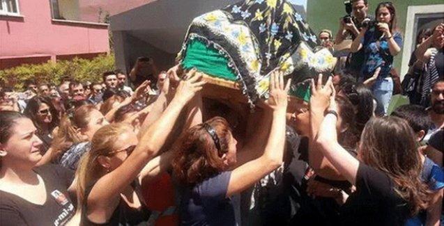 Suruç'ta katledilen Hatice Ezgi Sadet'in cenazesini kadınlar taşıdı