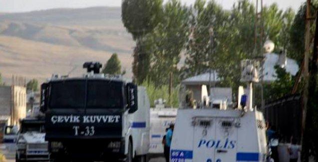 Van'da polisten DİHA muhabirlerine: 'Burada çekim yapamazsınız lan!'