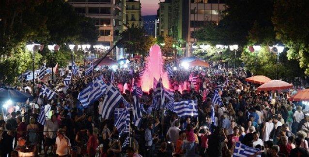 Yunanistan'da sandıkların yüzde 60'ı açıldı: 'Hayır'cılar zaferi kutluyor