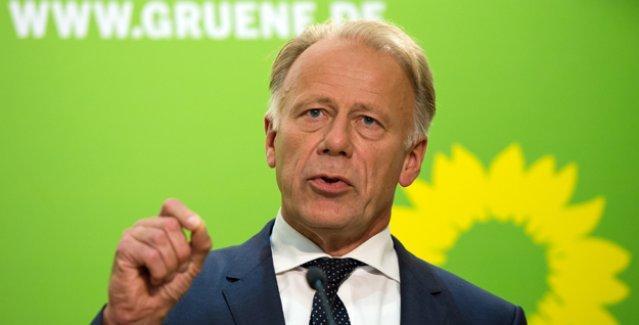 Alman Yeşiller Partisi'nden Trittin: PKK'ye karşı savaş IŞİD'i güçlendiriyor