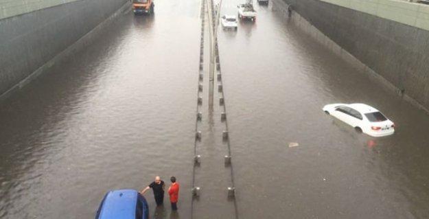 Ankara'da sel: Alt yapı çöktü, alt geçit ve metroları su bastı
