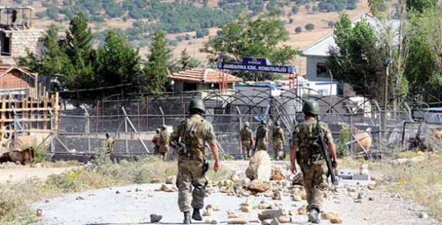 Diyarbakır'da jandarma karakoluna roketatarlı saldırı: Bir asker yaşamını yitirdi