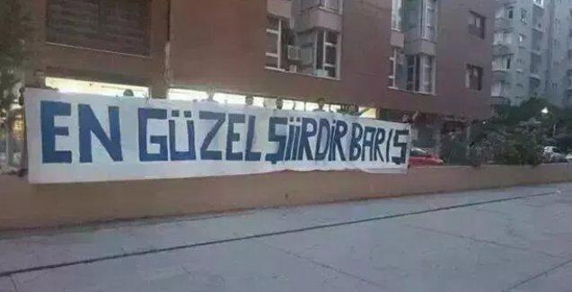 Polis, 'En Güzel Şiirdir Barış' pankartını stada almadı