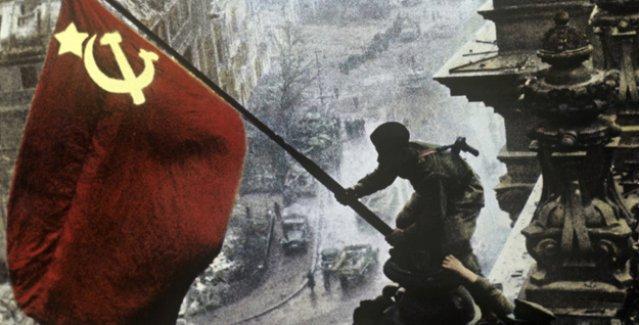 Ruslar, Sovyet sembolleri orak-çekiç ile kızıl yıldıza olumlu yaklaşıyor