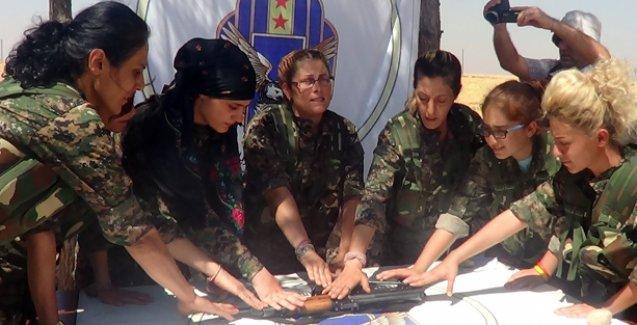 Süryani kadınlar kendilerini savunmak için silahlı eğitim alıyor