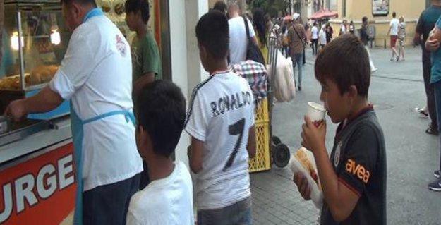Taksim'den 'Robin 'Food'' geçti: 35 Suriyeli çocuğa döner ısmarladı, parayı ödemedi