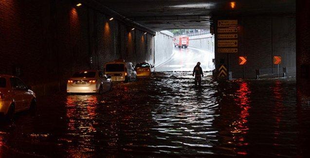 Taksim'i 'yayalaştıran' alt geçit sular altında kaldı