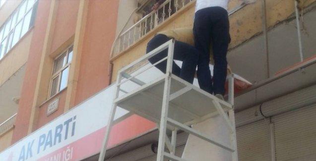 AKP, Cizre'de tabelasını indirdi