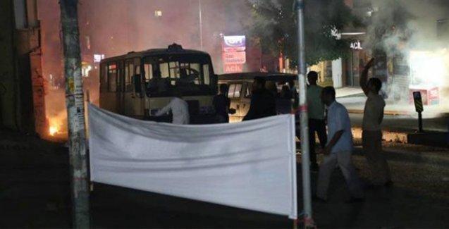 Ataşehir'de ilçe başkanlığı yakıldı, Karabağlar'da HDP'liler binada mahsur kaldı