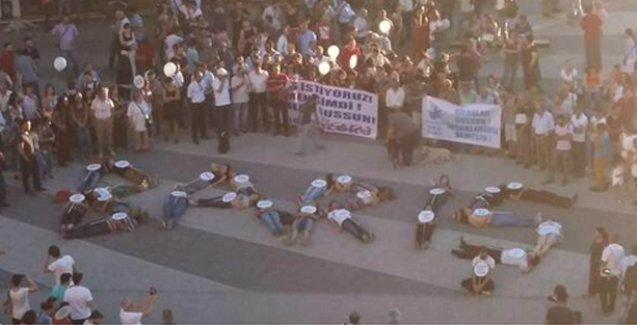 Bedenleri ile 'Barış' yazan gençler Erdoğan'a hakaretten gözaltına alındı