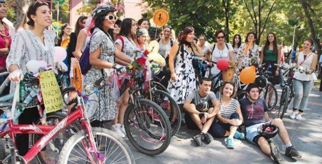 Bisikletli kadınlardan çağrı: 'Yan koltuktan in, bisiklete bin'