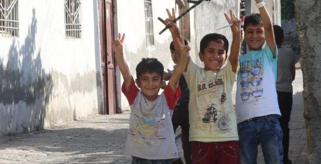 'Cizre'de çocuklar el ele tutuşuyor'