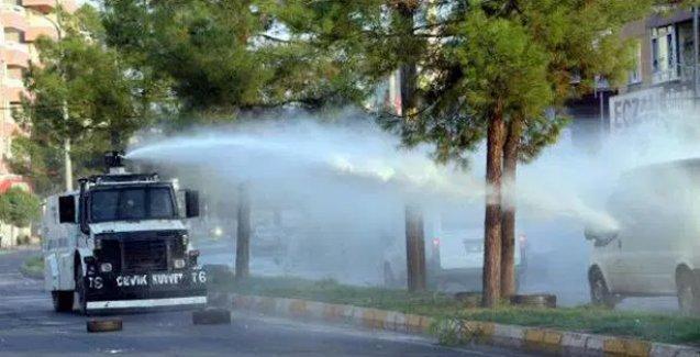 Diyarbakır'da sokağa çıkma yasağı protestosuna TOMA'lı saldırı