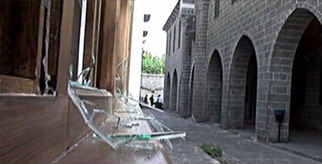 Diyarbakır'daki çatışmalarda ibadethaneler hasar gördü