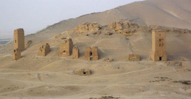 IŞİD Palmyra'daki kule mezarları havaya uçurdu