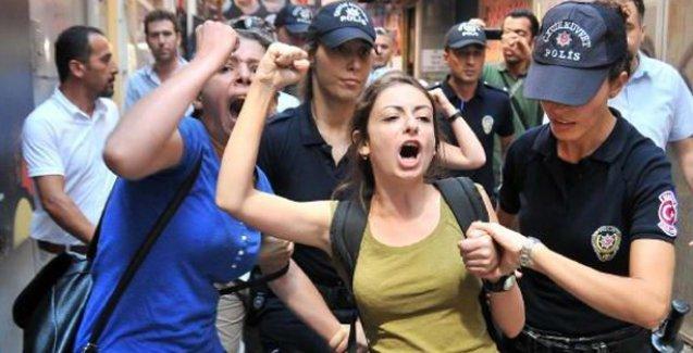 Mersin'de kadınlar, Aile ve Sosyal Politikalar İl Müdürlüğü'nü işgal etti