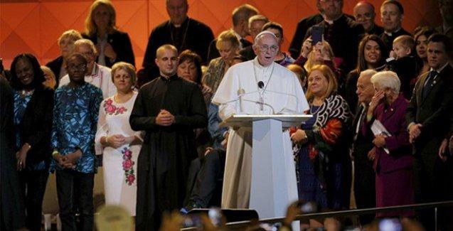 Papa'dan göçmenlere 'umudunuzu yitirmeyin' çağrısı