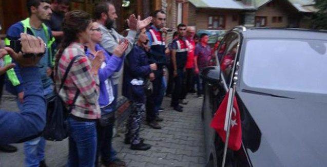 Rize'de Yeşil Yol toplantısında Vali'ye protesto
