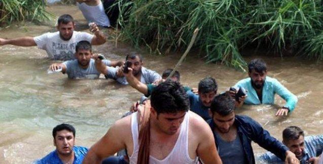 Cizre'deki yakınlarına ulaşmak için sınırı yüzerek geçen şoförlere ateş açıldı, 4 yaralı