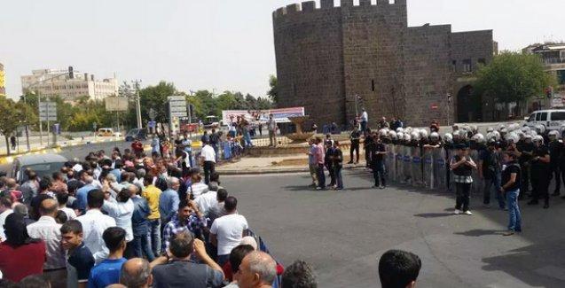 Sur'a yürüyüşe polis saldırısı