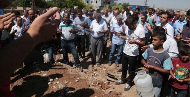 Telefonda Kürtçe konuştuğu için öldürülen Akbaş toprağa verildi