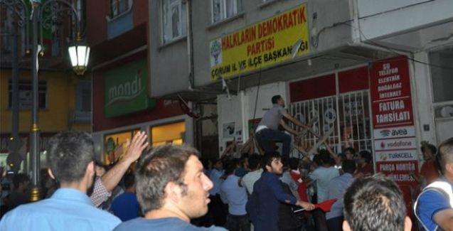 Ülkücüler Çorum'da HDP binasına saldırdı