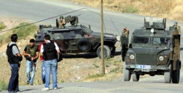 Van'da çifte saldırı: 24 asker yaralı
