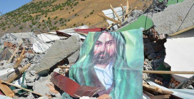 Varto'daki mezarlar ile cami ve cemevi bombardımanla yıkıldı