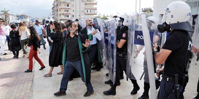 Ankara katliamını protesto eden avukatlara biber gazı