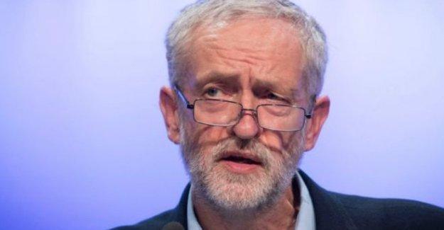 Corbyn, Kraliçe'nin önünde diz çökmeyecek