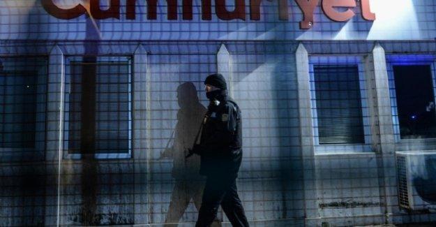 Cumhuriyet gazetesine bomba ihbarı