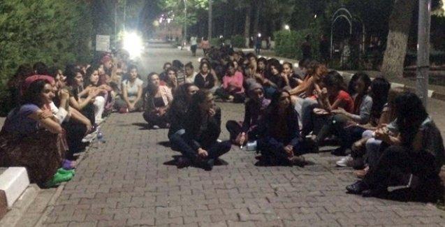 Ege Üniversitesi öğrencileri Ankara katliamını kınadı