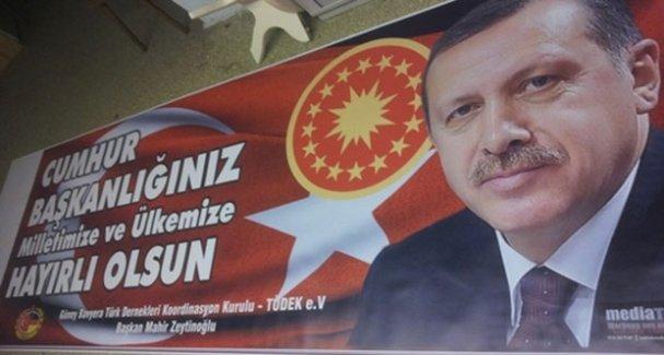 Erdoğan afişini yırtan çocuklara hapisle cezalandırılmaları istemiyle dava açıldı!