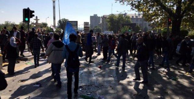 HDP'li Kürkçü: Çok sayıda ölü var; polis insanlara saldırıyor