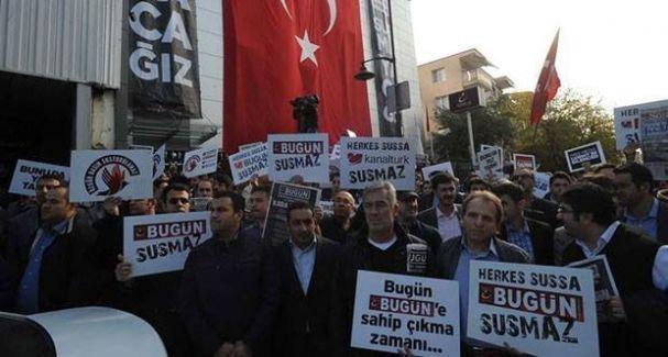 İpek Holding önünde toplanan gruba biber gazlı müdahale