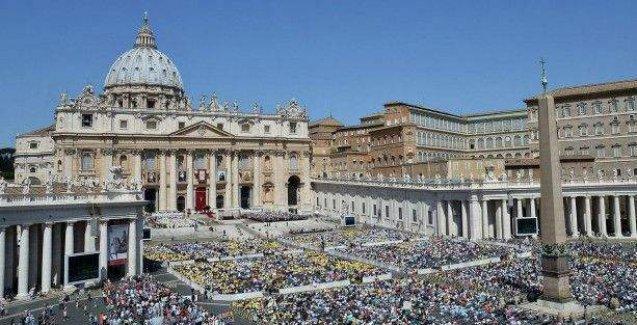 Katolik Kilisesi'ne çağrı: Eşcinsellere kucak açalım