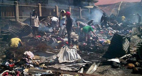 Pazar'da yangın, 15 ölü