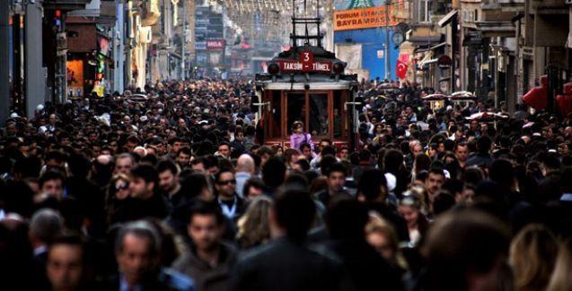 Pew'ün araştırması: Türkiye'nin içeride medyaya, dışarıda kimseye güveni yok